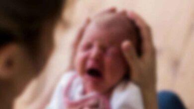 Photo of Yeni Doğan Bebeğini Bıçaklayarak Öldürdü