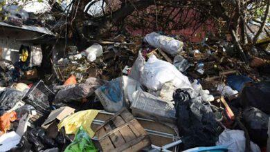 Photo of Bir evden 15 kamyon çöp çıktı