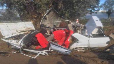 Photo of Ağaca çarpan otomobilde can pazarı: 2 ölü, 3 yaralı