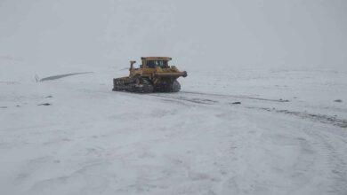 Photo of Şanlıurfa'da karla mücadele çalışmaları sürüyor