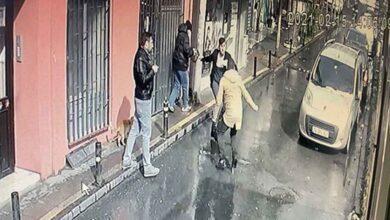 Photo of 2 kardeş sokak ortasında birbirini bıçakladı