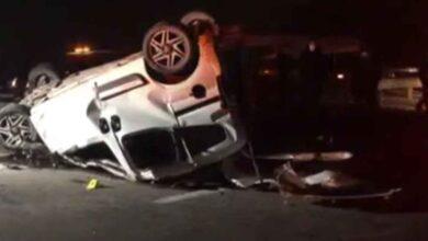 Photo of Ticari araç otobüse çarpıp takla attı: 1 ölü 1 yaralı