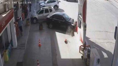 Photo of Otomobil benzin istasyonuna daldı, faciadan dönüldü