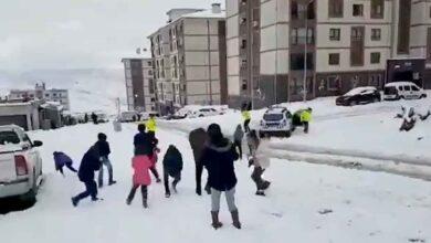 Photo of Çocuklar ile polisin kartopu savaşı