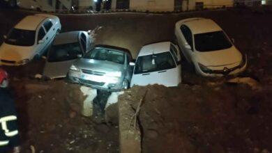 Photo of Şanlıurfa'da Duvar Çöktü! Araçlar Çukura Gömüldü