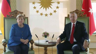 Photo of Erdoğan, Merkel'le video konferansla görüştü