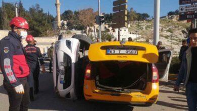 Photo of Şanlıurfa'da Arabalar Kafa Kafaya Çarpıştı