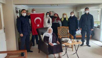 Photo of 92 yaşındaki Mahide nineden Mehmetçik'e ilmek ilmek destek