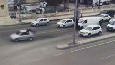 Photo of Kahraman Polis Şüpheli Aracın Üstüne Atladı