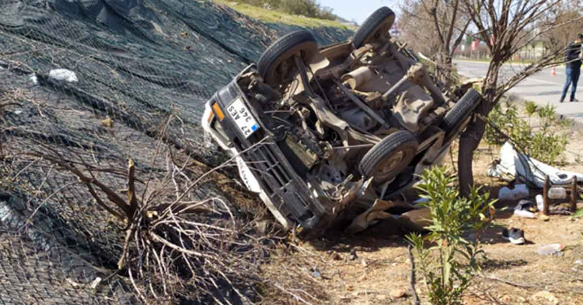 Trafik kazası araç takla attı: 3 Yaralı