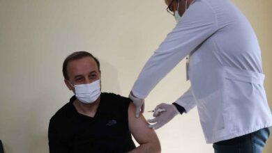 Photo of Vali Erin İlk Doz Aşısını Yaptırdı