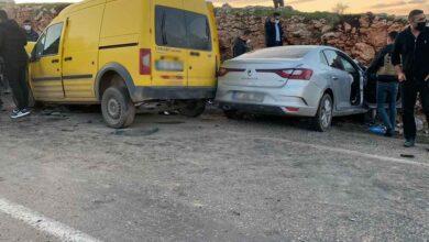 Photo of İki araç kafa kafaya çarpıştı: 4 ölü, 2 yaralı