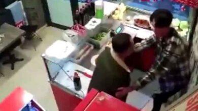Photo of Çiğ Köfte Acı Diyerek Çalışana Saldırdı