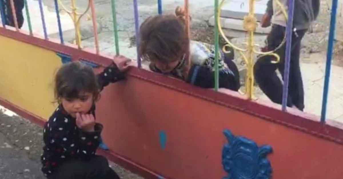 Urfa'da kafası korkuluğa sıkışan çocuk kurtarıldı