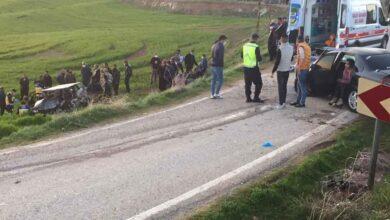 Photo of İki araç kafa kafaya çarpıştı: 1 ölü, 7 yaralı