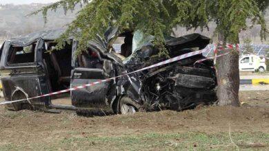 Photo of Minibüs ile hafif ticari araç çarpıştı: 3 ölü 8 yaralı