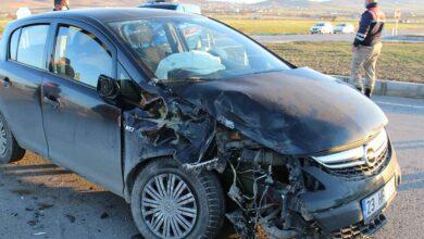 Photo of Otomobil traktöre çarptı: 4 yaralı