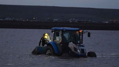 Photo of Şanlıurfa'da Kayık alabora oldu 2 genç gölette kayboldu