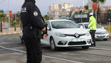 Photo of Şanlıurfa'da araç başında telefon kullanan yandı