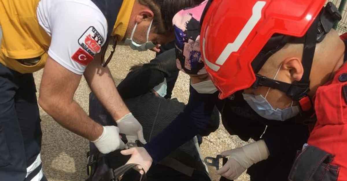 Dereye düşen çocuğu itfaiye ekipleri böyle kurtardı