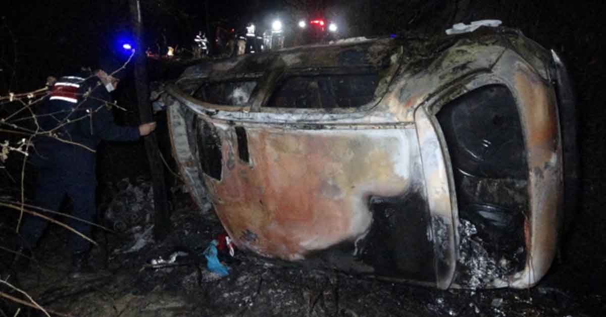 Şarampole yuvarlanan otomobil alev aldı: 2 ölü