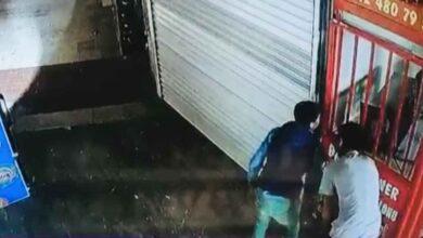 Photo of Şanlıurfa'da Çocuk Hırsızlar Kameraya Yakalandı
