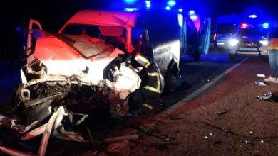 Photo of İki araç kafa kafaya çarpıştı: 2 ölü, 5 yaralı