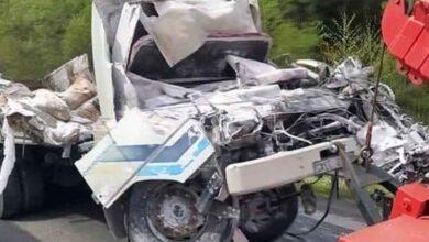 Photo of Freni patlayan kamyon devrildi: 1 ölü