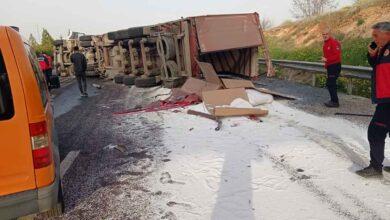 Photo of Urfa'da Tır Devrildi! Yakıt Sızıntısı Panik Yarattı