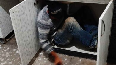 Photo of Kumar baskınında mutfak dolabının içinden çıktı