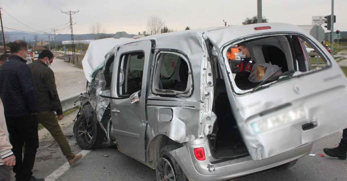 Tarım işçilerini taşıyan araç kaza yaptı: 6 yaralı