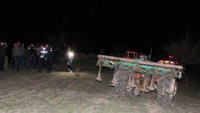 Photo of Traktörün altında kalan çiftçi hayatını kaybetti