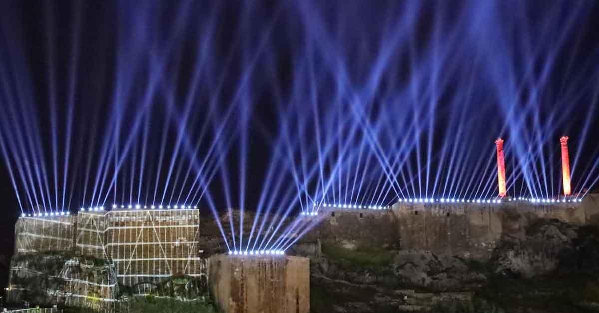 Işık ve havai fişek gösterisi Urfa semalarını süsledi