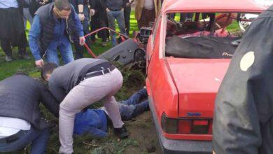 Photo of Urfa'da hurdaya dönen araçtan sağ kurtuldu