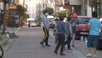 Photo of Sokak arasında oynayan çocuğa araba çarptı