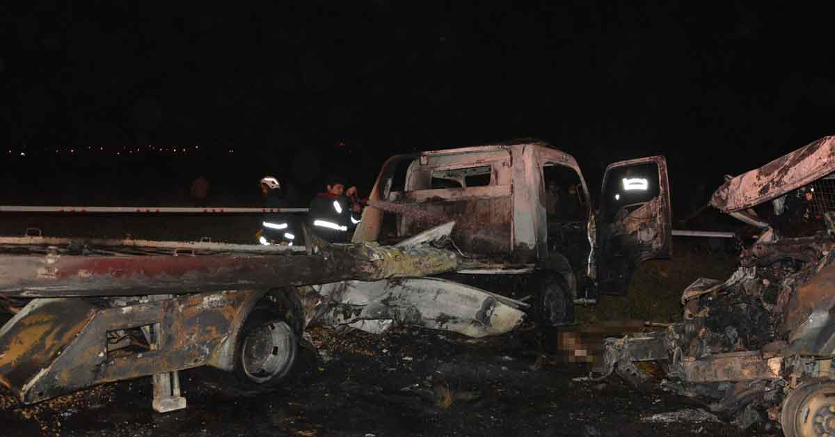 Feci kaza: 2 kişi araç içinde yanarak öldü
