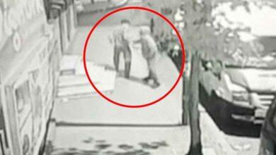 Photo of Yoldan Geçen 2 Kişiyi Bıçakladı