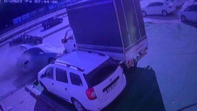 Photo of Makas atan sürücü dehşet saçtı! 12 Araç Hasar Gördü