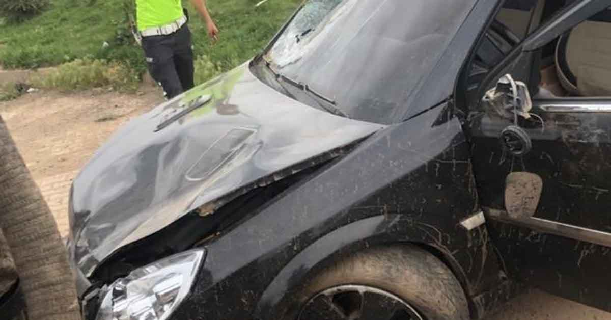 Otomobil yayalara çarptı: 1 ölü, 2 yaralı