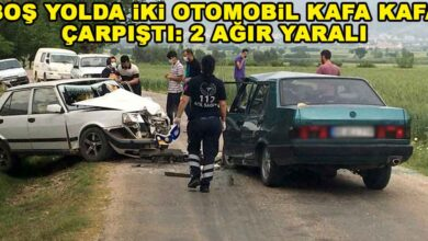 Photo of Boş yolda iki otomobil kafa kafaya çarpıştı: 2 ağır yaralı