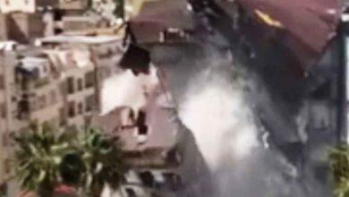Photo of Şanlıurfa'da Binanın yıkılma anı korkuttu