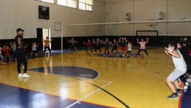 Photo of Karaköprü'de Çocuklar Basketbol Kursuna Gidiyor