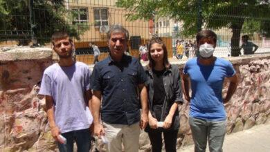 Photo of Urfa'da Baba ve 3 Çocuğu Birlikte Sınava Girdi
