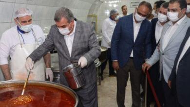 Photo of Başkanlar Kendi Elleriyle Yemek Dağıttı