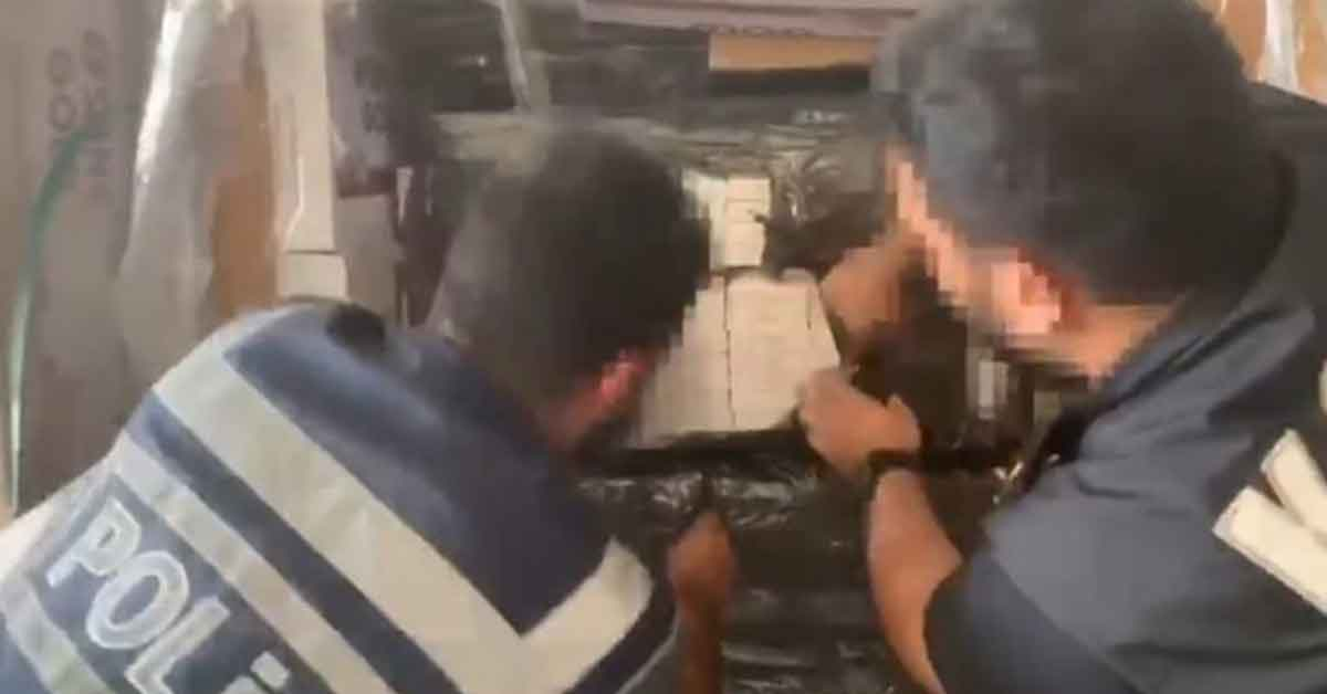 Urfa'da fabrika deposunda kaçak sigara ele geçirildi