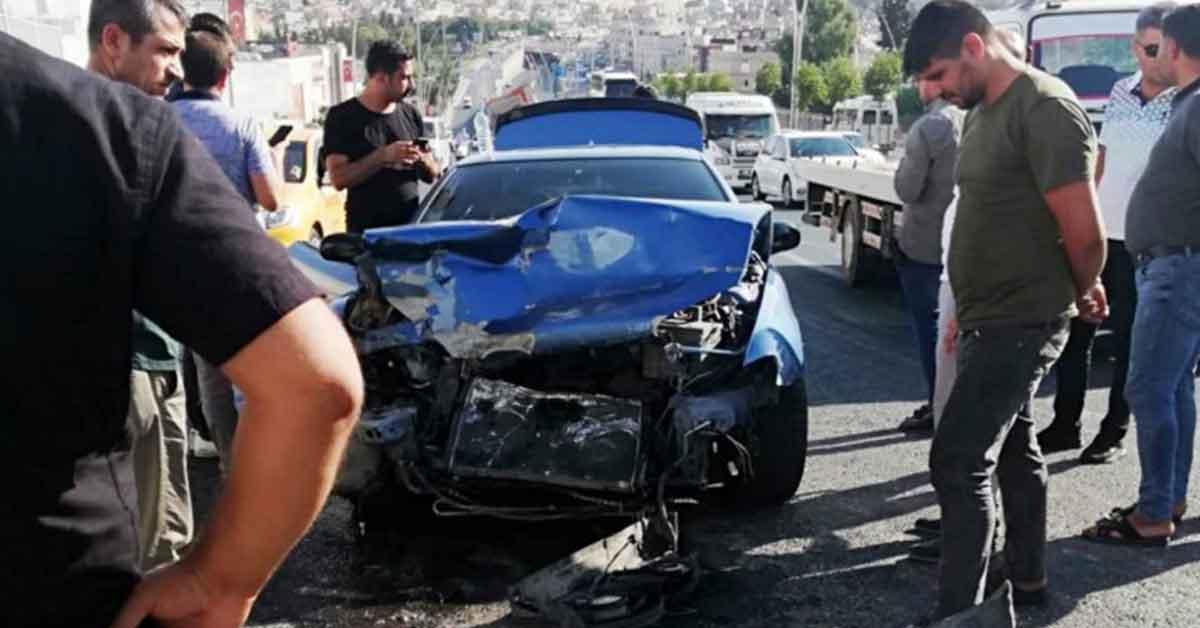 Urfa'da otomobil ile kamyon çarpıştı: 1 yaralı
