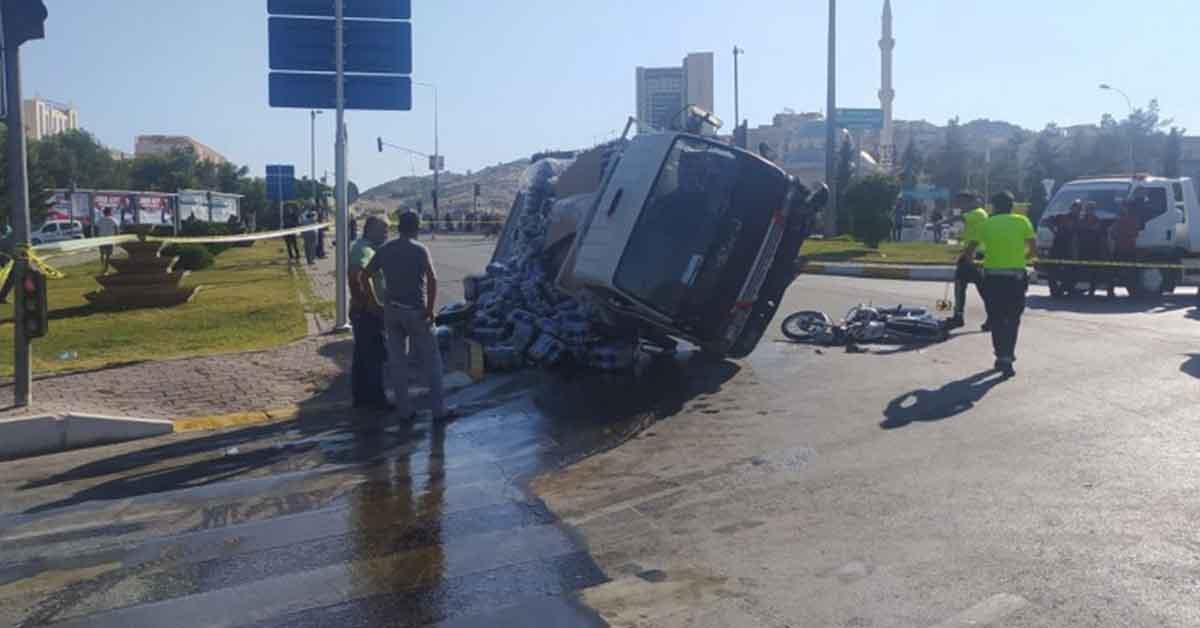 Urfa'da kamyonet ile motosiklet çarpıştı: 1 ölü, 1 yaralı