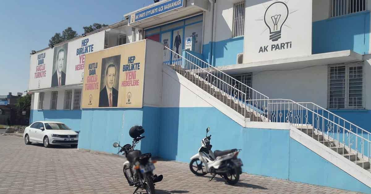 Ak Parti Eyyübiye ilçe başkanlığı önünde kavga