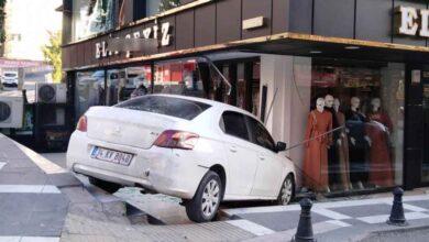Photo of Şanlıurfa'da Araba İş Yerine Daldı
