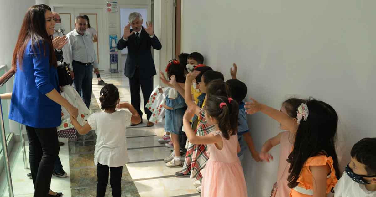 Öğrenciler Urfa Milli eğitim müdürünü ziyaret etti